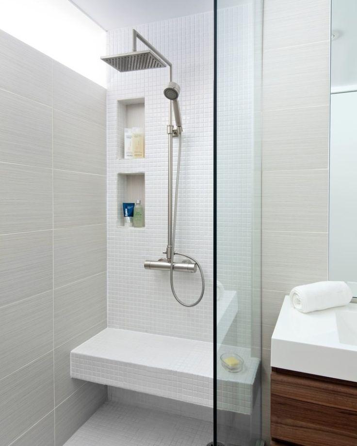 idée décoration salle de bain - petite salle de bains claire avec ... - Carrelage Salle De Bain Petit Carreaux