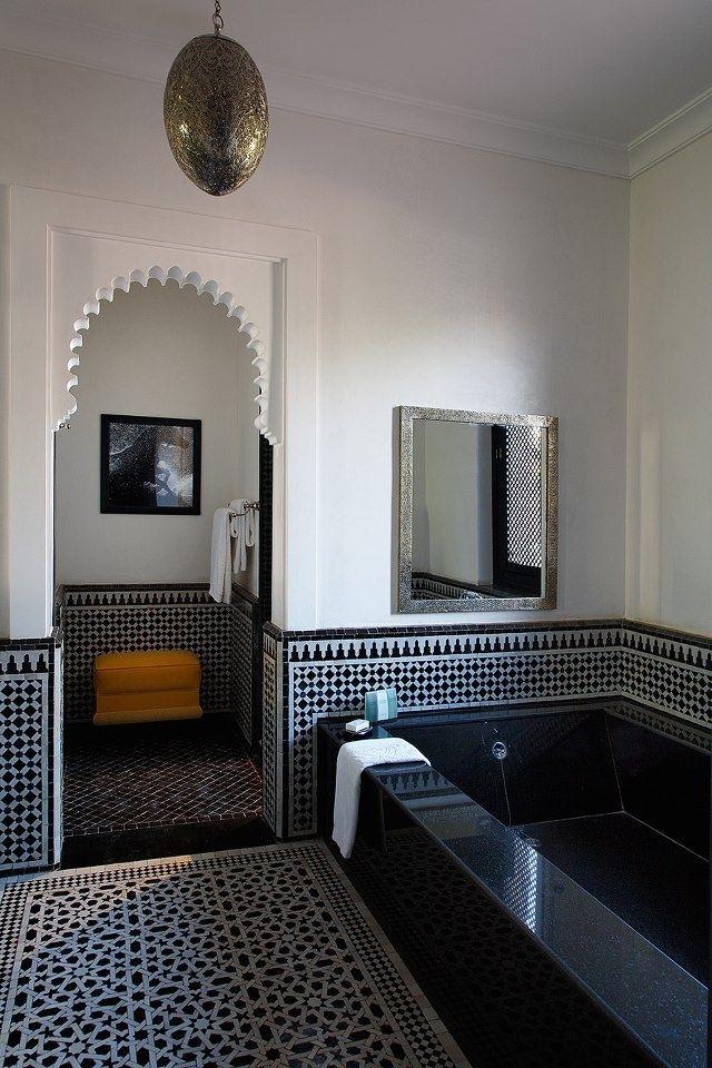 Idée décoration Salle de bain - salle de bain revêtue de zellige ...