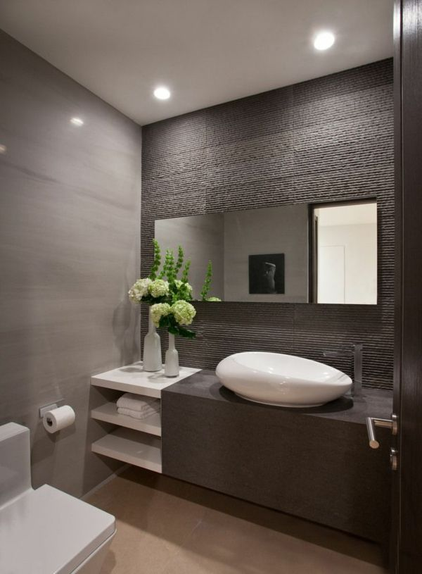 Idée décoration Salle de bain - salle de bains grise, miroir mural ...