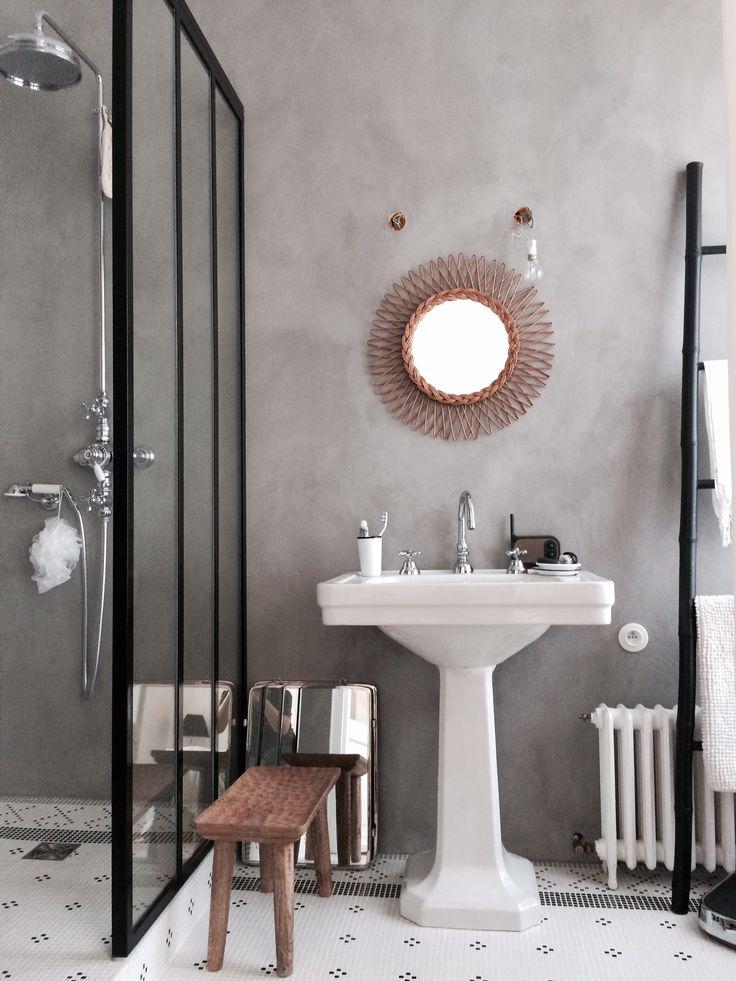 Idée décoration Salle de bain - Vieux radiateur dans salle de bain ...