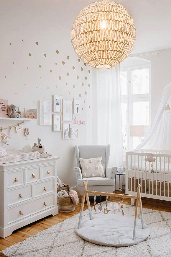 relooking et d coration 2017 2018 une chambre b b avec un tapis berb re et une suspension. Black Bedroom Furniture Sets. Home Design Ideas