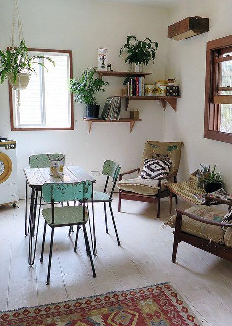 salle manger petit s jour esprit r tro vintage avec fauteuils relaxants et table d 39 appo. Black Bedroom Furniture Sets. Home Design Ideas