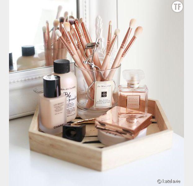 id e d coration salle de bain 9 jolies fa ons de ranger son maquillage rep r es sur pinterest. Black Bedroom Furniture Sets. Home Design Ideas