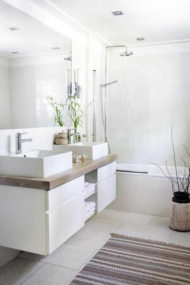 d coration int rieur de maison en photos 2018 salle de bain blanche mais chaleureuse. Black Bedroom Furniture Sets. Home Design Ideas