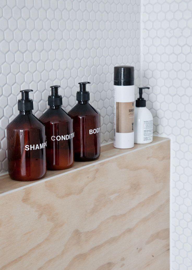 d coration salle de bain quand les flacons deviennent l ments design ma. Black Bedroom Furniture Sets. Home Design Ideas
