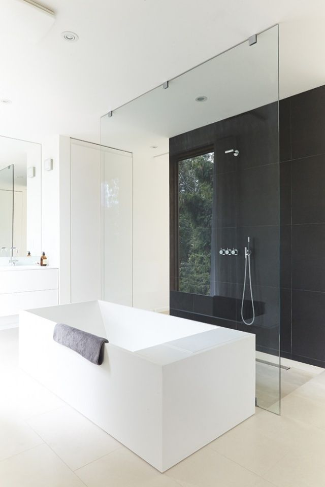 id e d coration salle de bain douche l 39 italienne en noir et blanc pleine de style. Black Bedroom Furniture Sets. Home Design Ideas