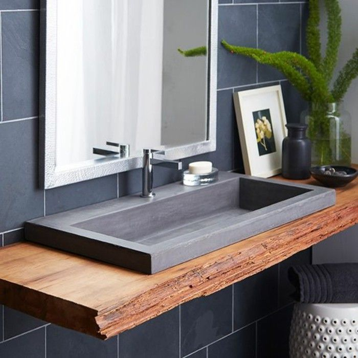 Id e d coration salle de bain evier salle de bain comptoir en bois brut et evier granit noir - Evier salle de bain ...