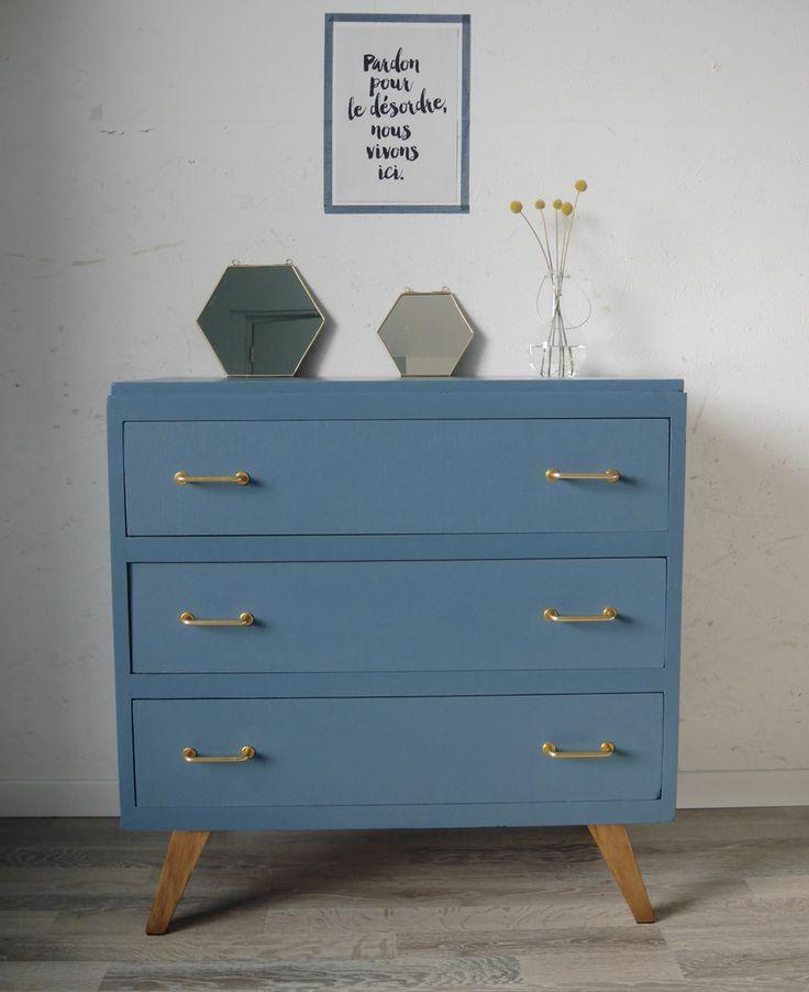 d co salon jolie petite commode aux trois tiroirs des ann es 50 60 mod le rare aux quatr. Black Bedroom Furniture Sets. Home Design Ideas