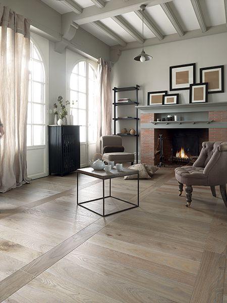 d coration int rieur de maison en photos 2018 salon avec chemin e et parquet en ch ne vieilli. Black Bedroom Furniture Sets. Home Design Ideas