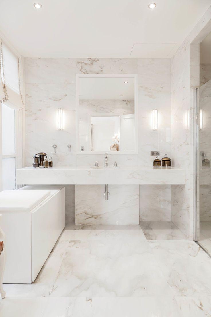 Id e d coration salle de bain salle de bain marbre blanc for Idee deco salle de bain blanc