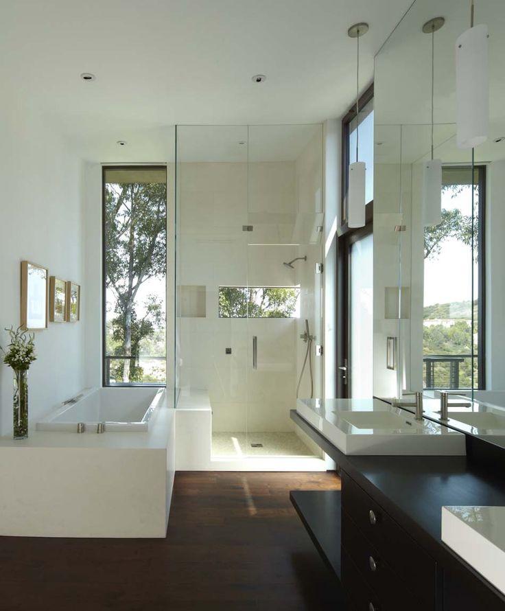 id e d coration salle de bain salle de bain moderne avec une baignoire et belle cabine de. Black Bedroom Furniture Sets. Home Design Ideas