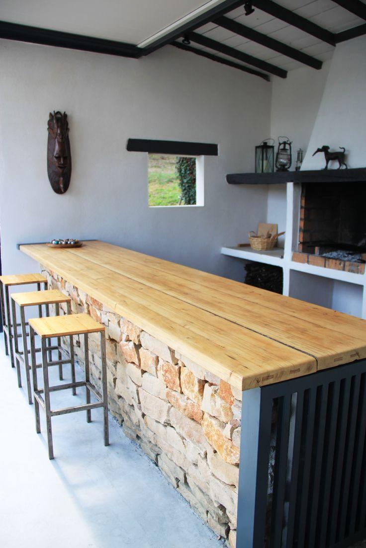 idée relooking cuisine - espace bar au coin du feu de cheminée