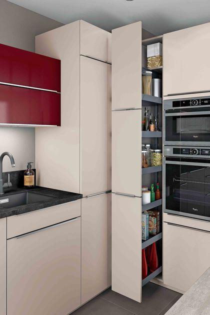 id e relooking cuisine une grande armoire coulissante avec bacs de rangement. Black Bedroom Furniture Sets. Home Design Ideas