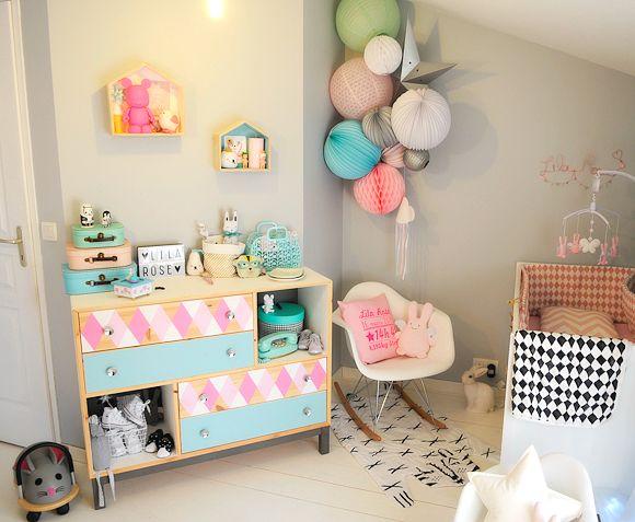 relooking et d coration 2017 2018 chambre b b aux couleurs roses p che et vert menthe. Black Bedroom Furniture Sets. Home Design Ideas
