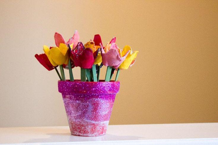 Bricolage de printemps pour enfants pot tulipes carton for Magazine bricolage decoration