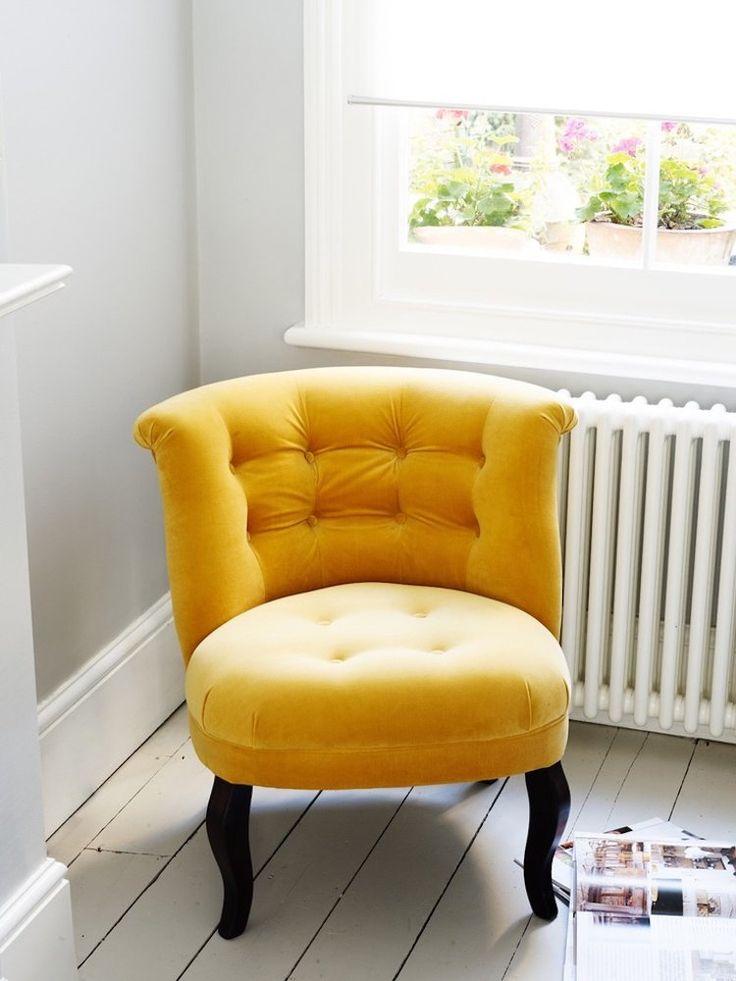 id e d coration maison en photos 2018 couleurs tendance fauteuil ocre dor comme accent sur. Black Bedroom Furniture Sets. Home Design Ideas