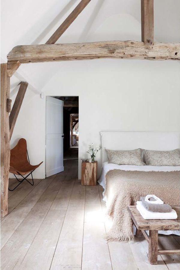 id e d coration maison en photos 2018 parquet brut clair chambre deco materiaux naturels. Black Bedroom Furniture Sets. Home Design Ideas