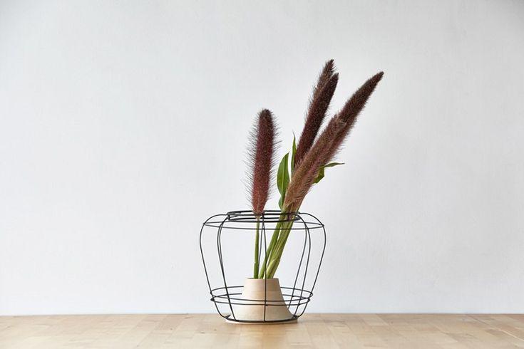 id e d coration maison en photos 2018 vase en bois moderne kimu design japonais hors commun. Black Bedroom Furniture Sets. Home Design Ideas