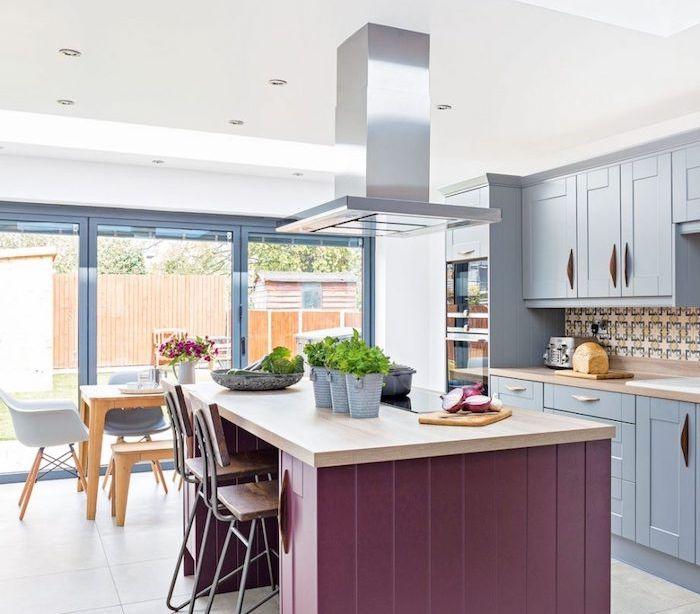 id e relooking cuisine modele de cuisine ouverte avec fa ade bleu gris cr dence en mosaique. Black Bedroom Furniture Sets. Home Design Ideas