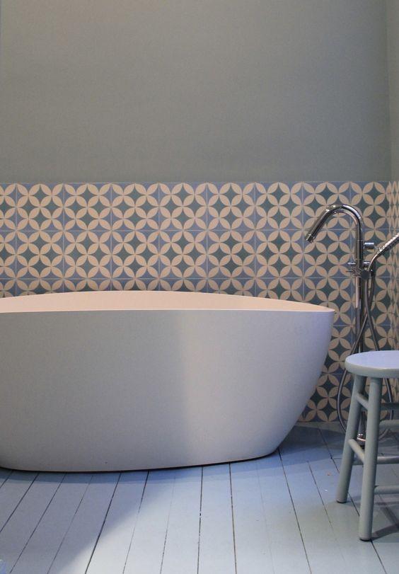 Déco Salon - salle de bain parquet blanc carreaux ciment murs. D ...