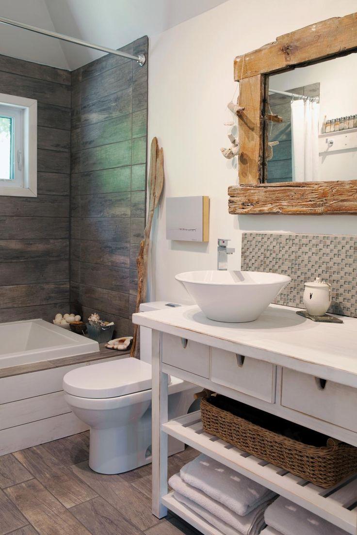 Id e d coration salle de bain 10 salle de bains avec c ramique effet bois et miroir avec - Salle de bain image ...
