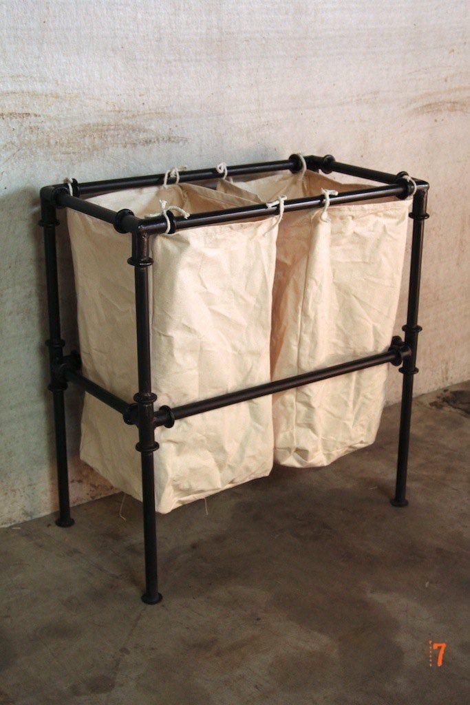 id e d coration salle de bain panier linge de style industriel meuble industriel salle de. Black Bedroom Furniture Sets. Home Design Ideas