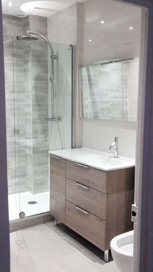 id e d coration salle de bain petite salle de bains moderne valence gris bois blanc. Black Bedroom Furniture Sets. Home Design Ideas