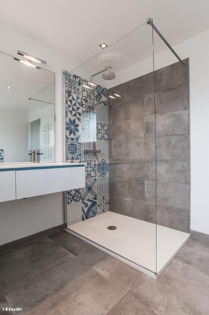 plans maison en photos 2018 parcourez les images de salle de bain de style de style moderne. Black Bedroom Furniture Sets. Home Design Ideas