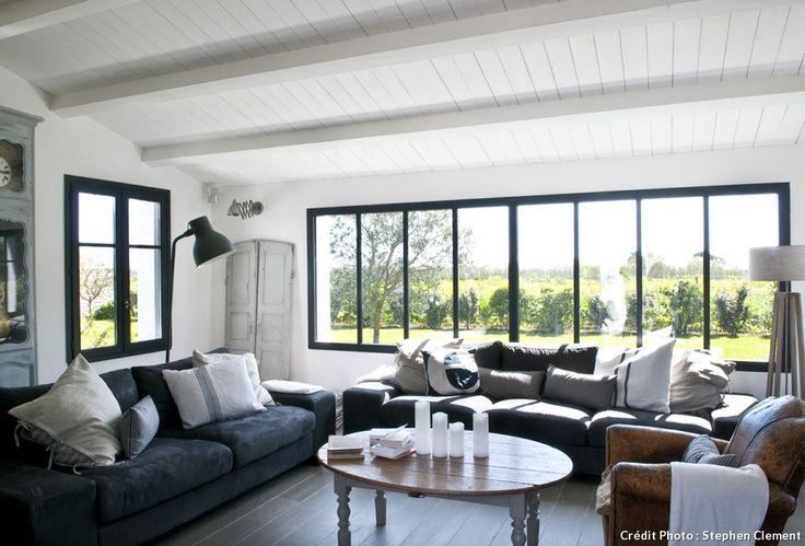 plans maison en photos 2018 salon avec grande baie vitr e dans maison sur l 39 le de r. Black Bedroom Furniture Sets. Home Design Ideas