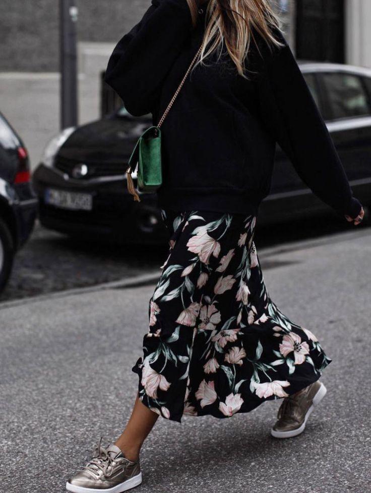 tendance chaussures 2017 la jupe longue fleurie avec baskets grosse maille le mix parfait. Black Bedroom Furniture Sets. Home Design Ideas