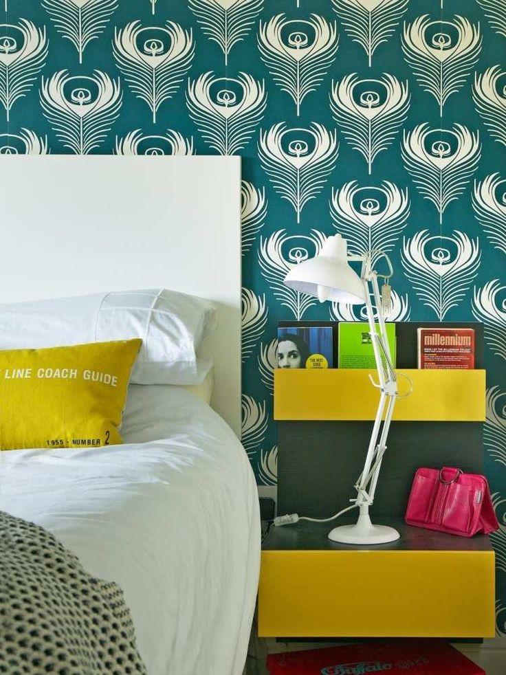 Elegant Description. Chambre à Coucher Adulte Avec Papier Peint Vintage ...