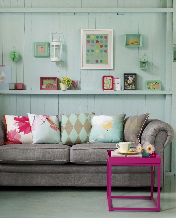 id e d coration maison en photos 2018 salon peinture turquoise pastel et table magenta. Black Bedroom Furniture Sets. Home Design Ideas