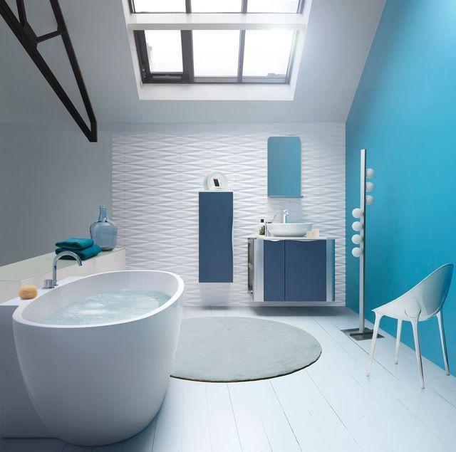salle de bains design avec une baignoire arrondie et couleur turquoise. Black Bedroom Furniture Sets. Home Design Ideas