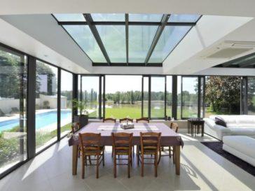 id e relooking cuisine mod le de cuisine moderne et meubles en noir et bois pour ambiance. Black Bedroom Furniture Sets. Home Design Ideas