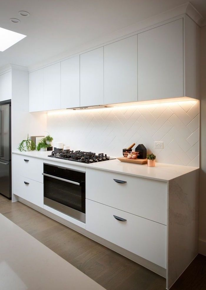 Id e relooking cuisine carrelage mural blanc mat comme - Deco cuisine moderne blanc ...