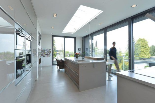 Description. Fenêtre De Toit De Style Verrière Dans Une Cuisine De Style  Moderne Avec Ilot ...