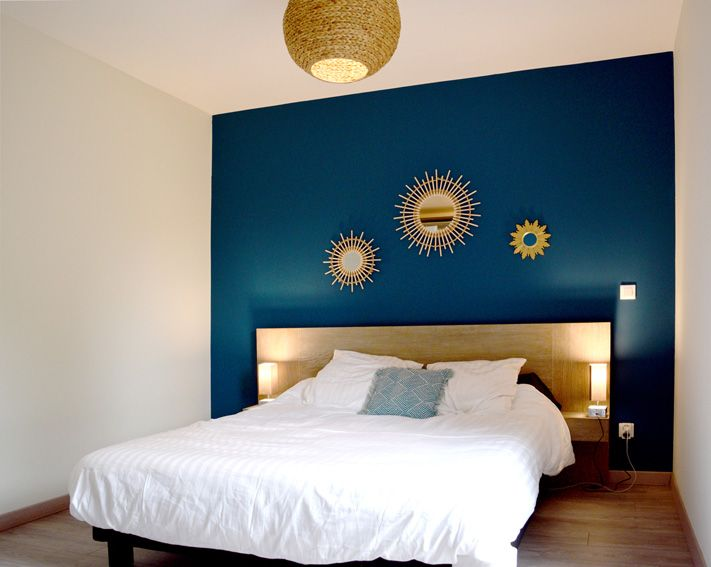 Chambre A Coucher Bleu Canard : Déco salon chambre bleu canard blanc bois boho miroir