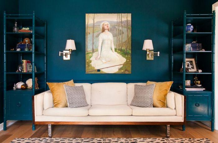d co salon de petites touches d 39 ocre dans un salon couleur bleu p trole pour un rendu. Black Bedroom Furniture Sets. Home Design Ideas