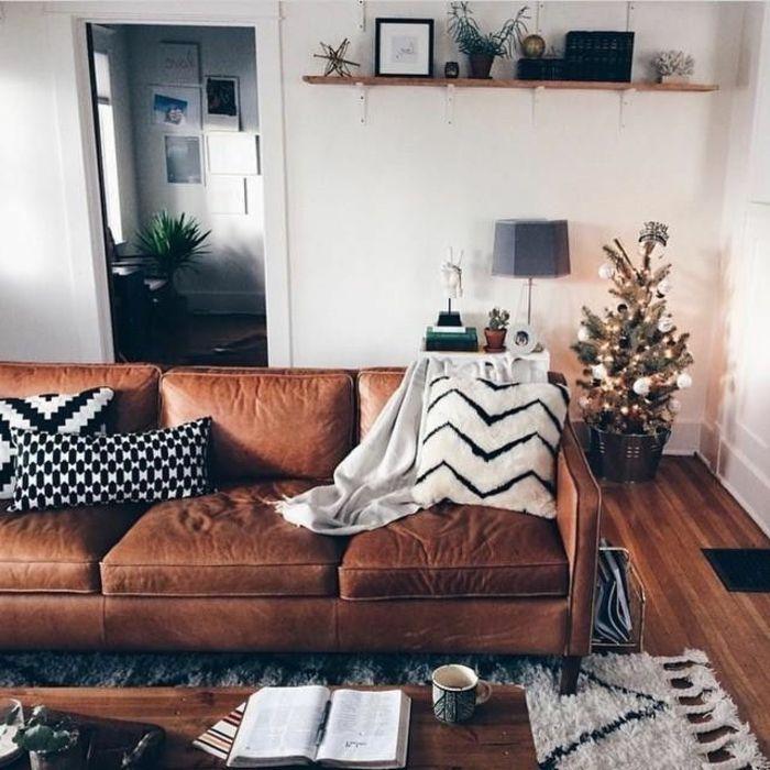 D co salon joli salon marocain avec canap en cuir marron tapis beige parquet en bois fonc - Canape en coussin de sol ...