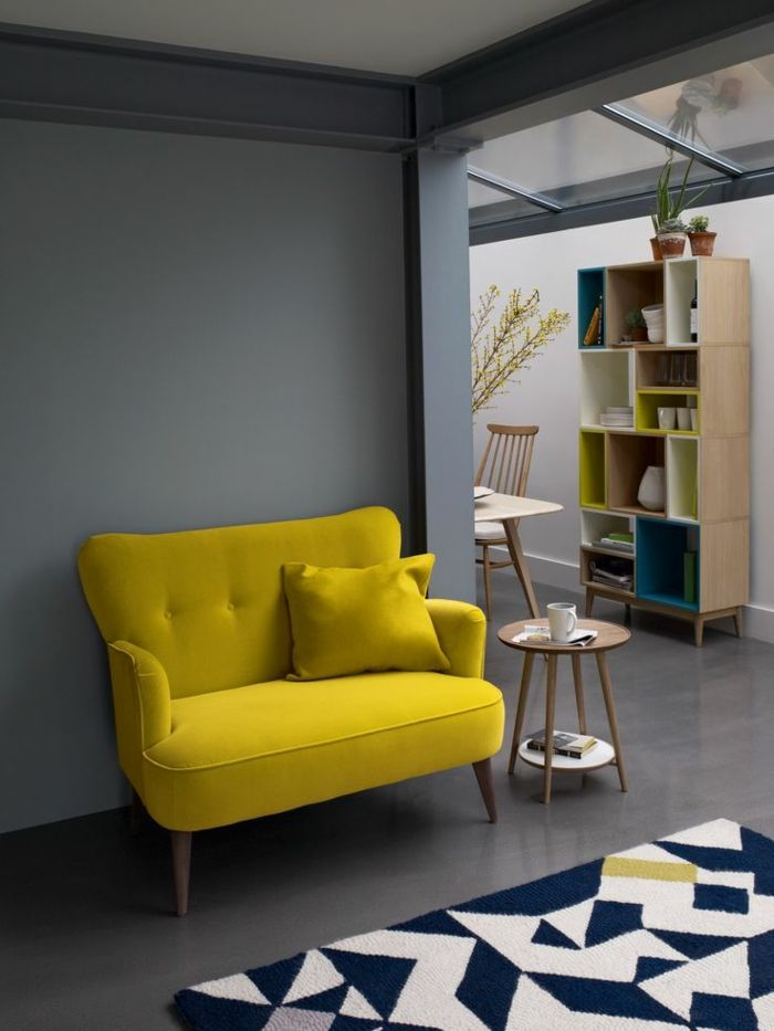 d co salon un joli canap jaune pour le salon avec un. Black Bedroom Furniture Sets. Home Design Ideas