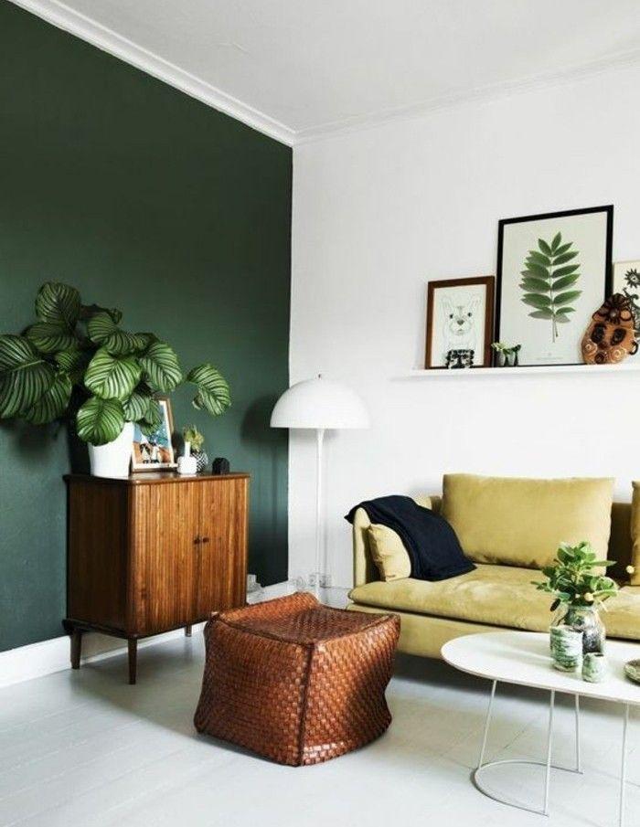 Déco Salon - une idée peinture salon d esprit naturel, mur en vert et blanc, canapé jaune ...