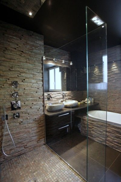 Idée décoration Salle de bain - Douche avec mur en pierre naturelle ...