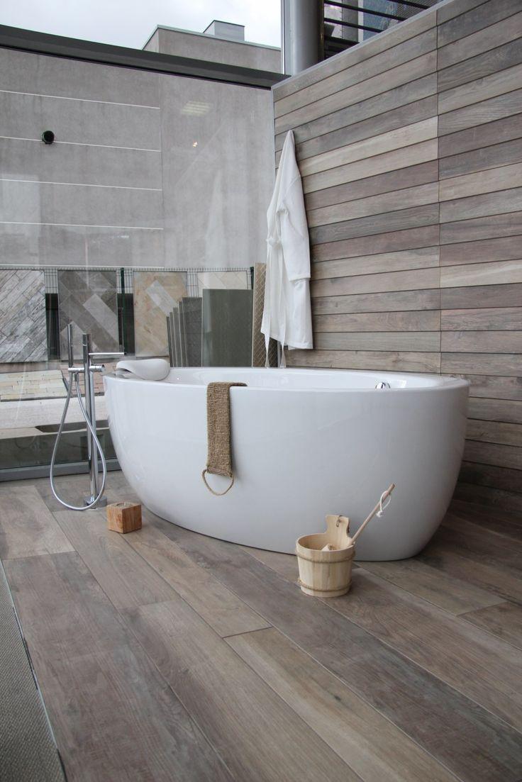 Idée décoration Salle de bain - une baignoire ilot, en ...