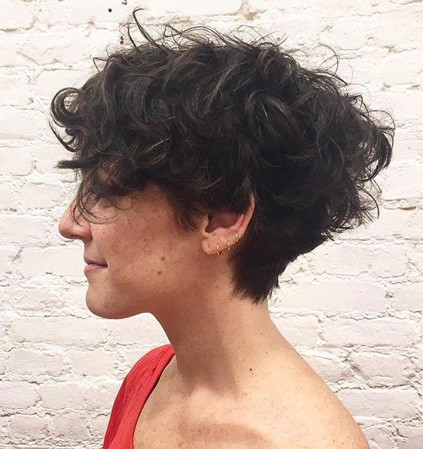 Coupe de coiffure courte pour femme noire