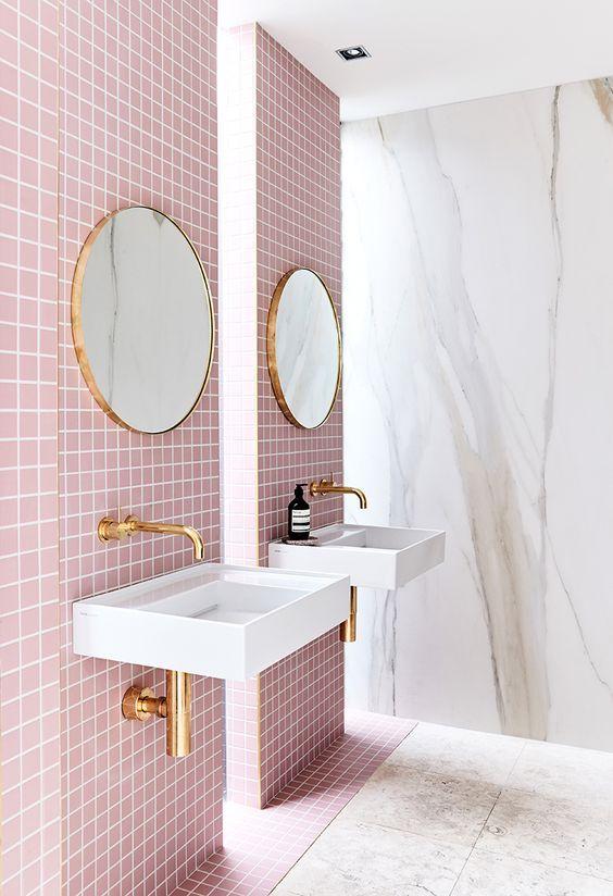 Idée décoration Salle de bain - Du carrelage rose dans la ...