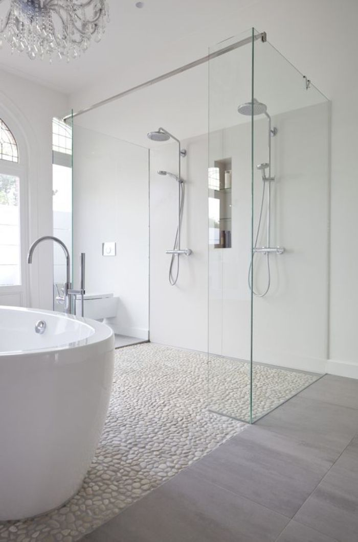 carreaux mosaique imitant cailloux pour la salle de bain blanche ...
