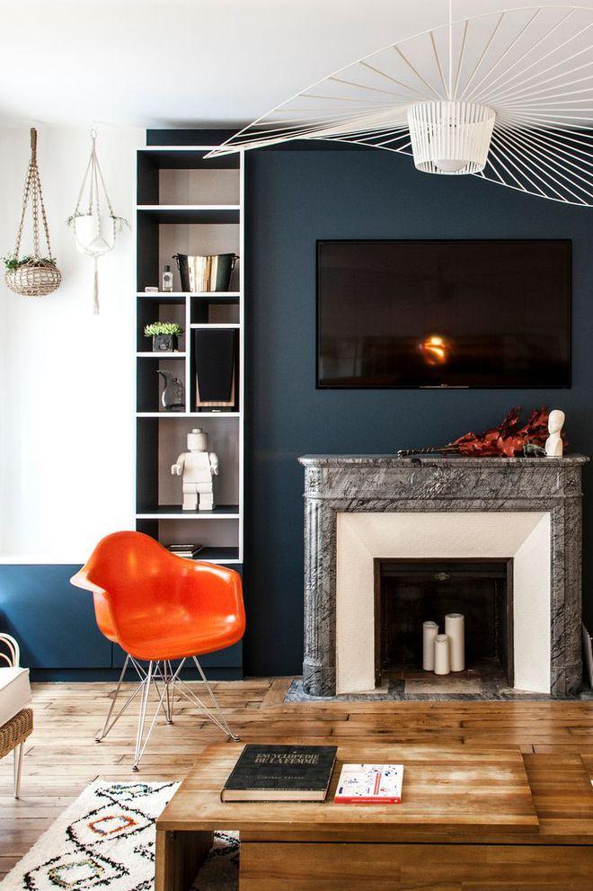Déco Salon - Un mur de couleur foncée pour un salon dynamique - ListSpirit.com - Leading ...